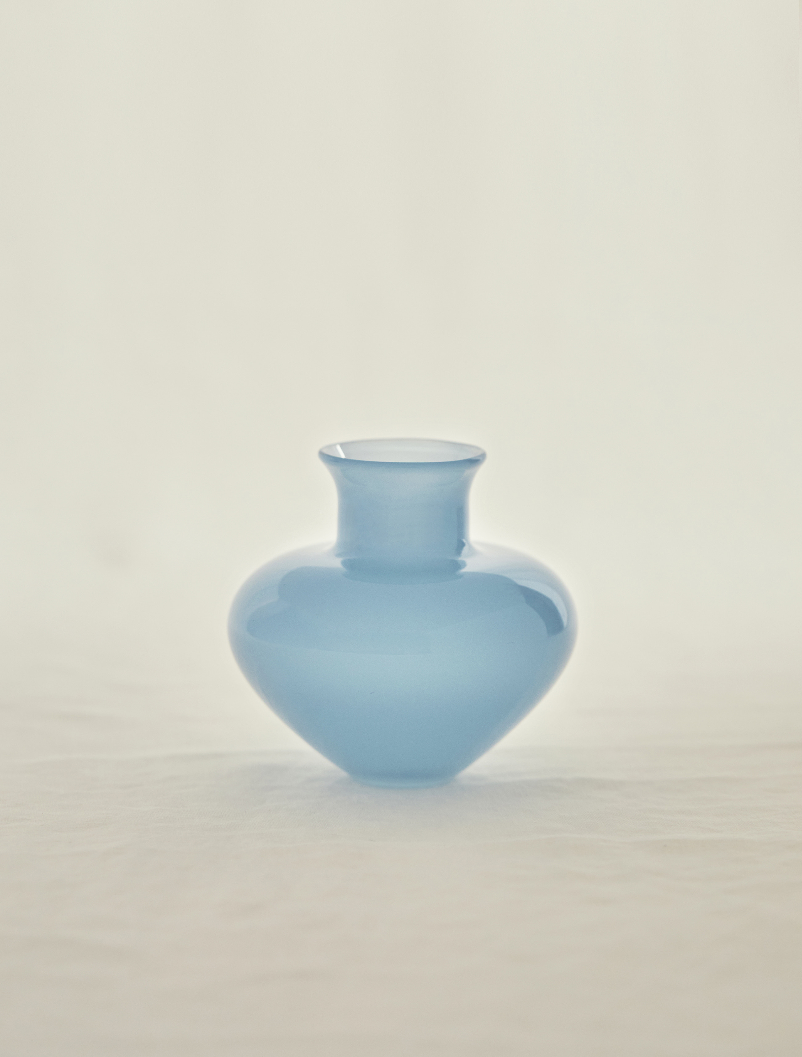 김동완 작가의 Handblown Blue Glass