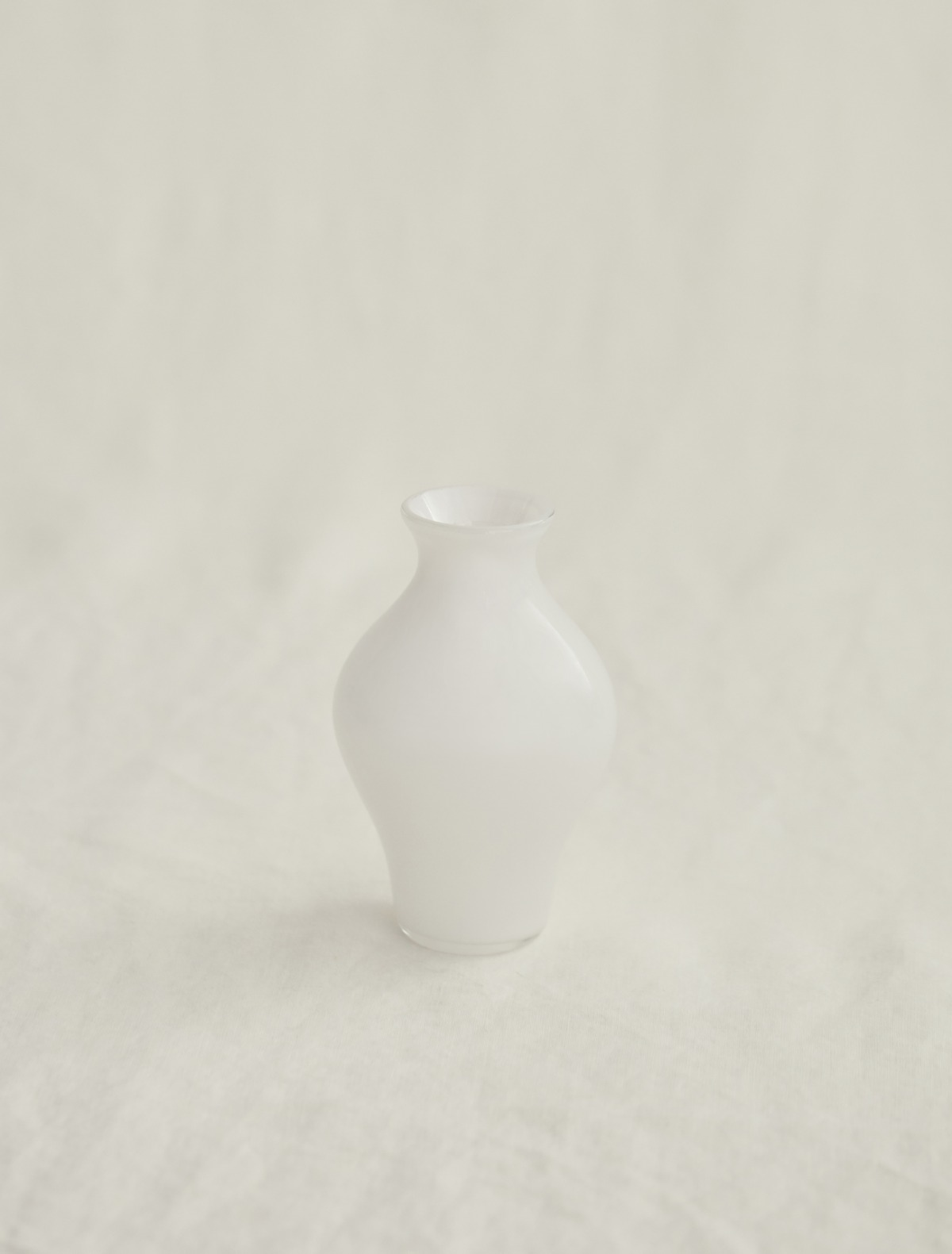 김동완 작가의 Handblown White Glass