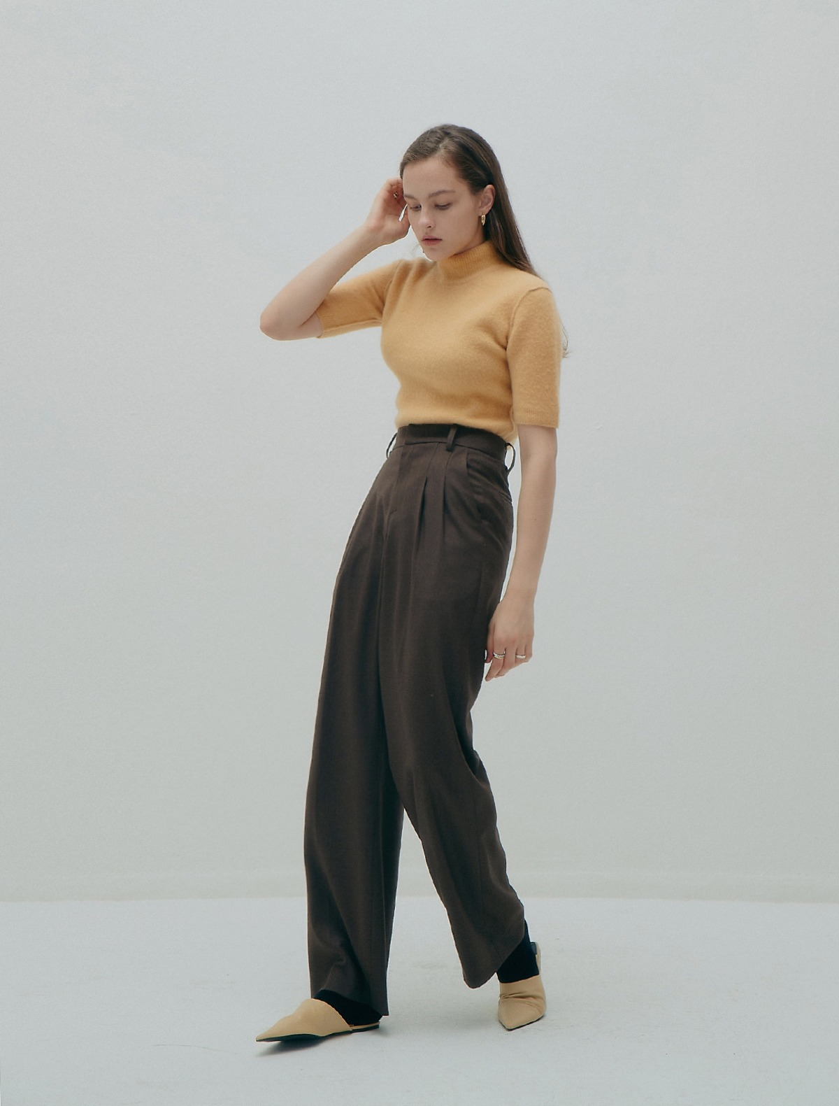 4th REORDER · 2 Pleats Wide-Leg Trousers (Brown)