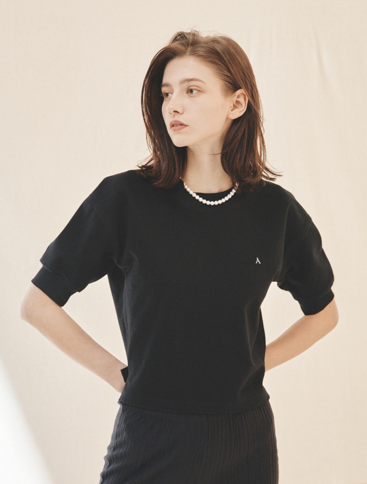 2nd REORDER · À Logo Short-Sleeve Sweatshirt (Black)